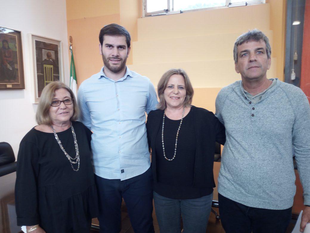 Naama e Tami Sharon e Avi Shilo con il Sindaco di Selvino